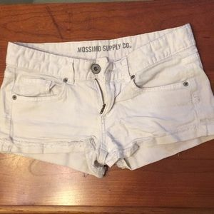 White denim shorts Mossimo size 7(fits like 4)